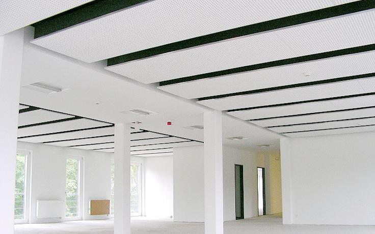 Akustikdecken, Fenster, Heizungen sind im 1,25m Raster. Dadurch lassen sich schnell Büroräume vom Einzelbüro bis zum größeren Open Space Büro herstellen.