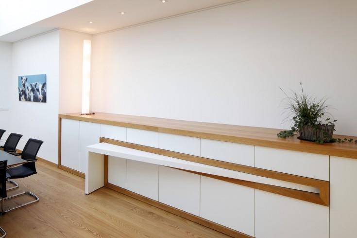 Ausdrehbarer Tisch für Veranstaltungen
