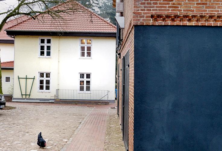 Seitenansicht, Gebäude bleibt als Raumkante des Platzes erhalten
