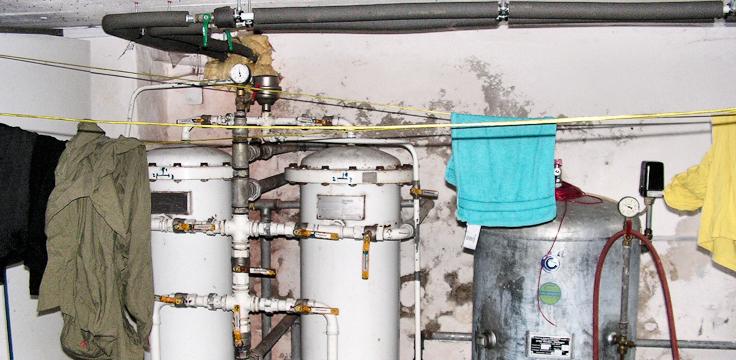 Salzschäden und Durchfeuchtung im Wasch- und Wasseraufbereitungskeller