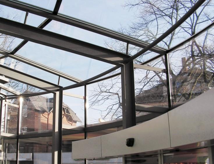 Übergang gebogene Glasfassade/Glasdach mit gebogenem Antrieb für Automatiktür